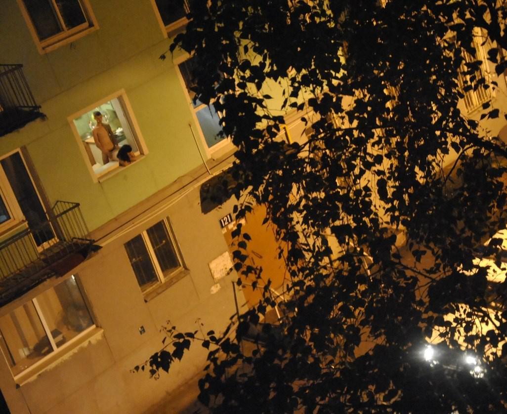 Спалилась в окне 14 фотография