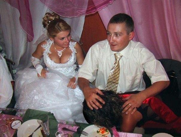 Лапают на свадьбе — pic 12
